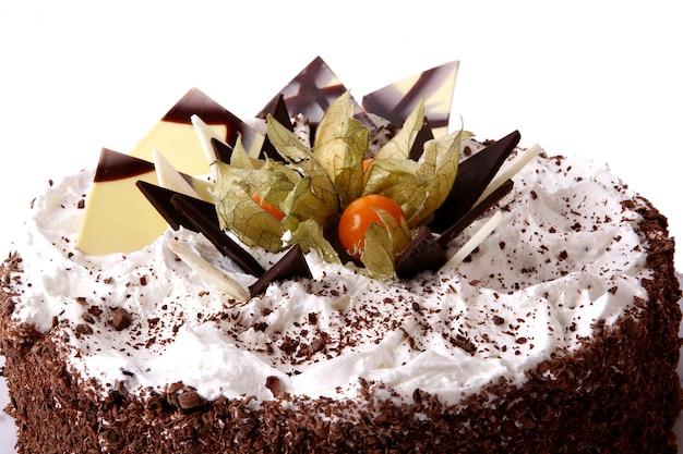 ホイップクリームとチョコレートケーキ