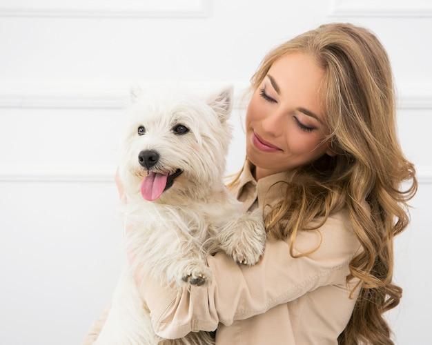 犬と美しい少女