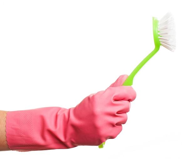 ブラシを保持しているピンクの手袋で手します。