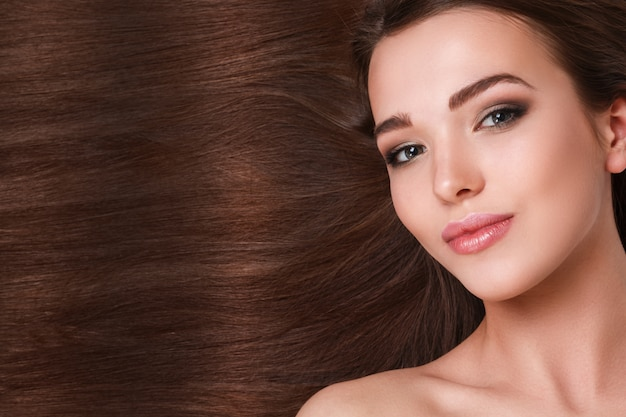 美しい髪を持つ女性