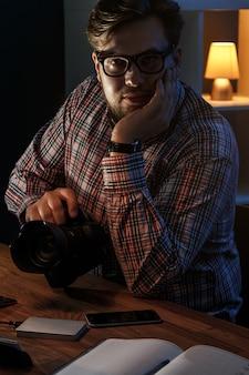 彼の職場の写真家