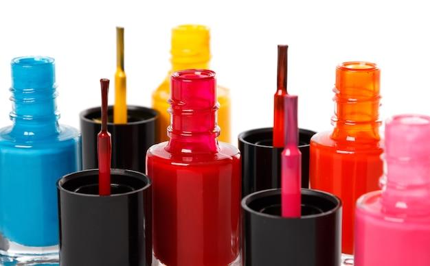 Бутылки с красочным лаком для ногтей