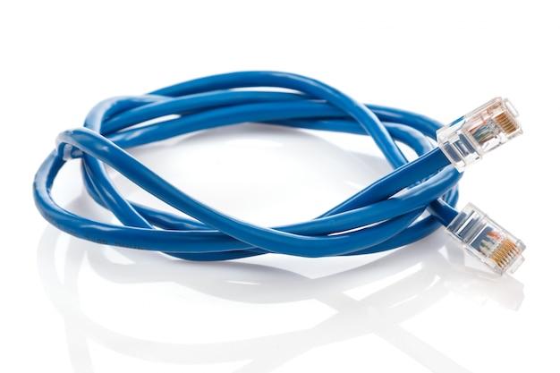 青いインターネットケーブル