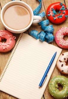 Красочные пончики и блокнот