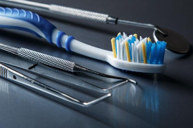 歯ブラシと歯科用機器