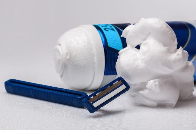 Бритвы и пена для бритья