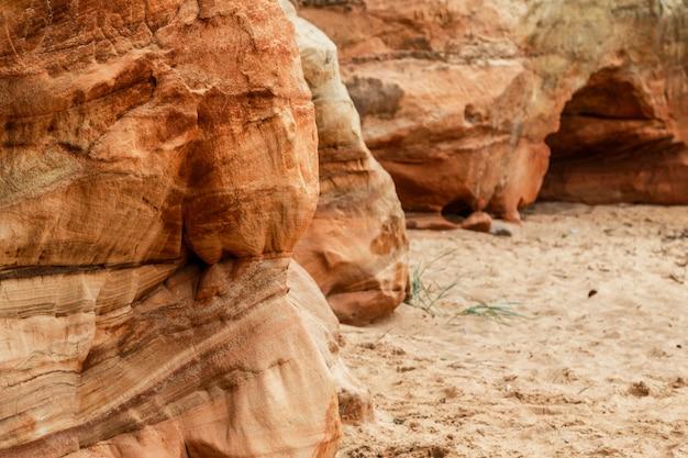 砂と岩の崖