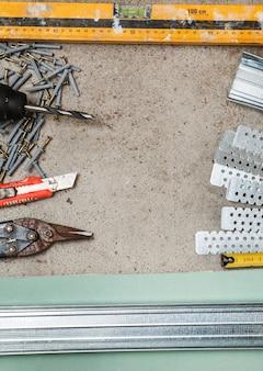 石膏ボードの壁を構築するための楽器