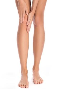 Женщина с болью в колене