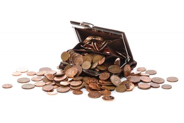 Кожаный кошелек с множеством монет евроцента