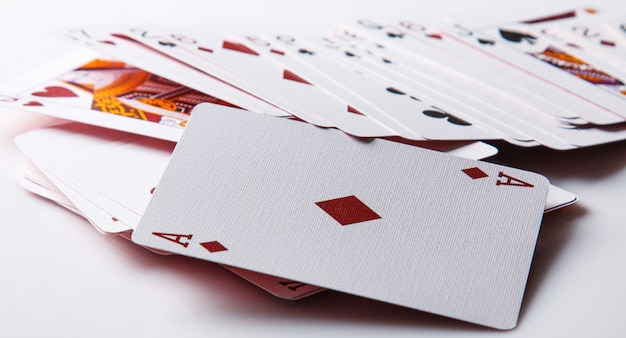 Играя в карты