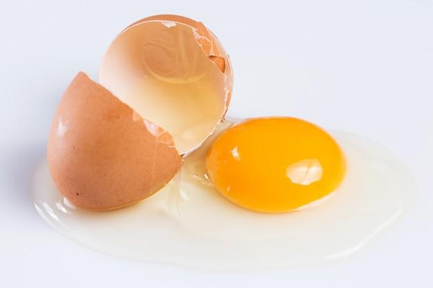 Треснувшее яйцо