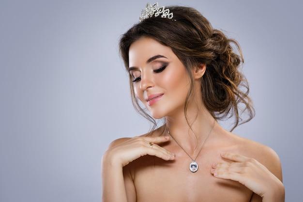 Портрет молодой красивой невесты
