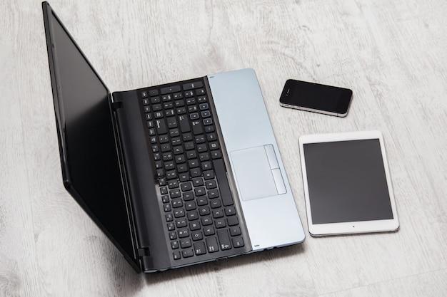 スマートフォン、タブレット、ラップトップ