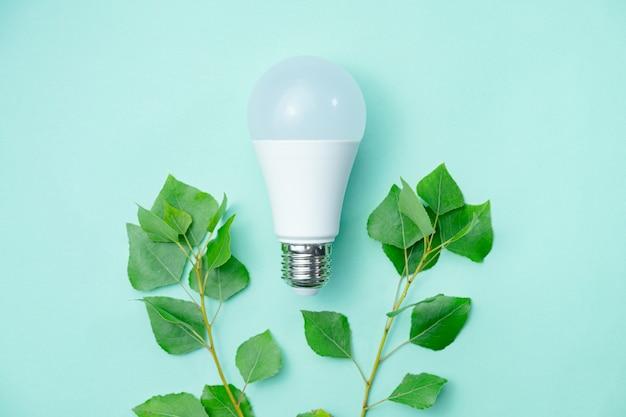 環境意識と電気の経済的使用を象徴する抽象的なイメージ