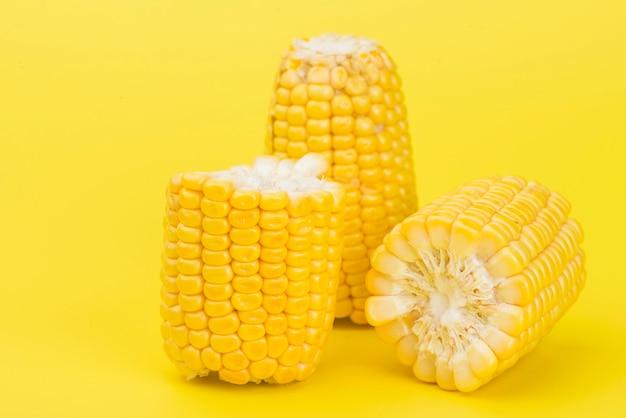 黄色の新鮮な黄色のスイートコーン