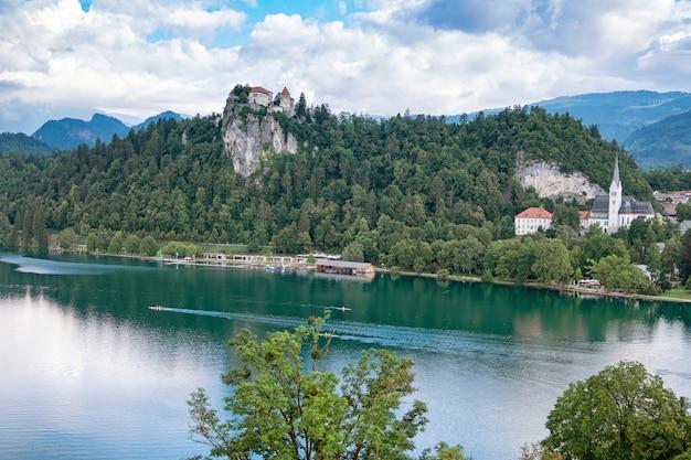 ブレッド湖の日の出。スロベニア、ヨーロッパ。
