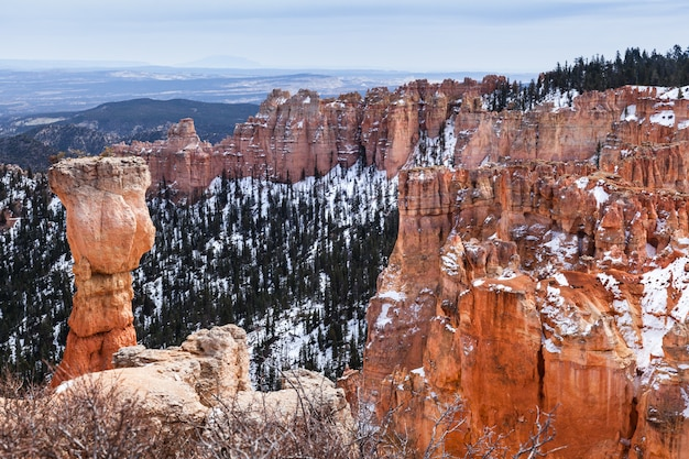 Скала пейзаж и худу называется охотник в брайс-каньон, штат юта