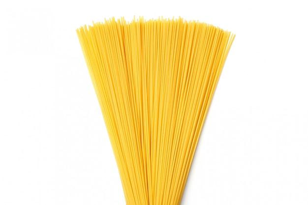 孤立した白い背景のスパゲッティ。上面図