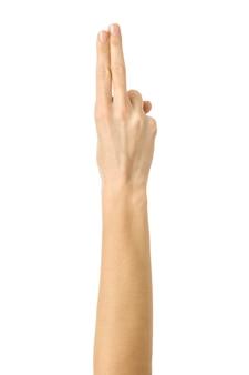 Два пальца сложены вместе. жест рукой женщины изолированный на белизне