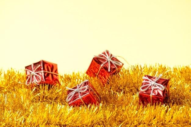 クリスマスデコレーションギフトとガーランド