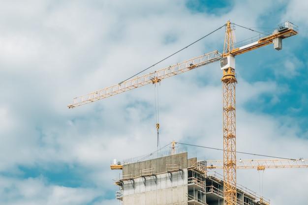Строительство многоэтажного жилого многоэтажного дома