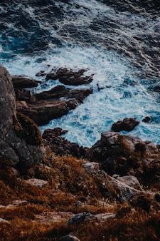 海と崖の二重性