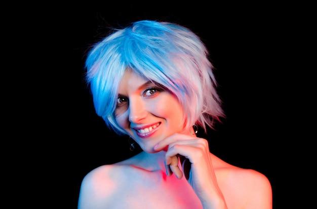 青い髪の美しい女性の肖像画