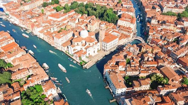 上から、イタリアのヴェネツィアのラグーン海のムラーノ島の空撮