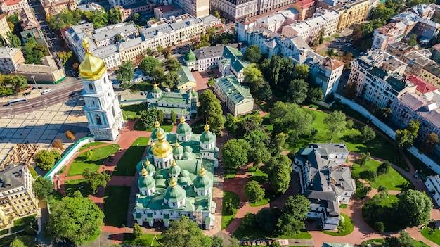 聖ソフィア大聖堂とキエフの街並み、キエフの街並み、ウクライナの首都の空中ドローンビュー