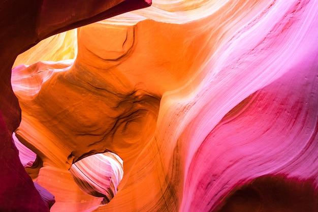 米国アリゾナ州ナバホ族国立公園のアンテロープキャニオン