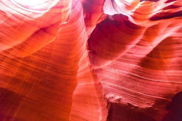 ページ、アリゾナ州、アメリカの近くの有名なナバホ部族国立公園のアンテロープキャニオン砂岩形成の美しい景色