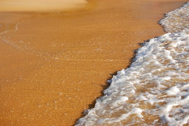 砂の上の波