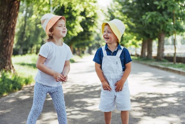 Портрет маленькой девочки и ее брата.