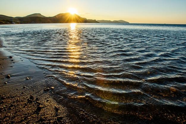 Мистический рассвет моря