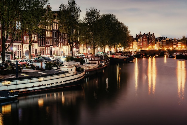 アムステルダムの美しい夜。イルミネーション