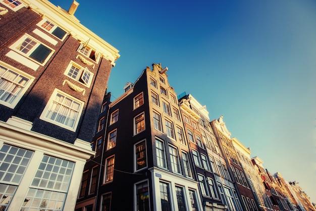 Амстердам - нидерланды. вулится в историческом центре амста