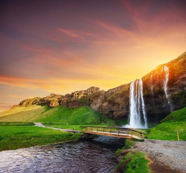 セリャラントスフォスの滝。美しい夏の晴れた日。アイスランド