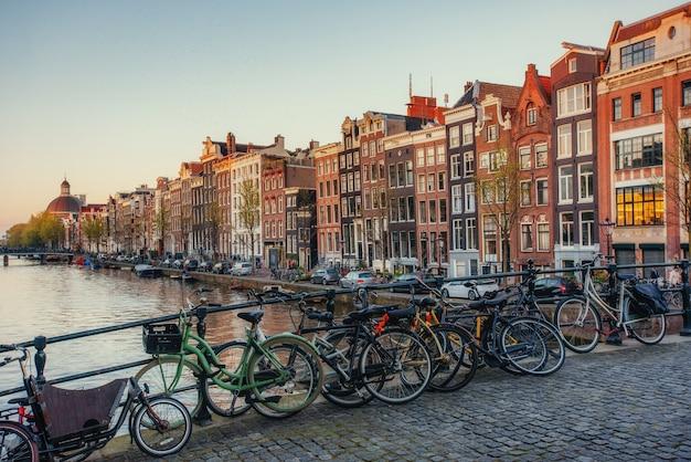 アムステルダム市の美しい静かなシーン