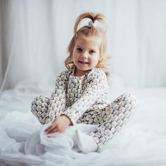 Ребенок в пижаме