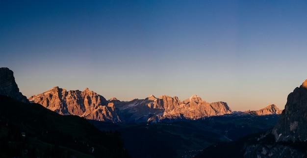 日没時のロッキー山脈