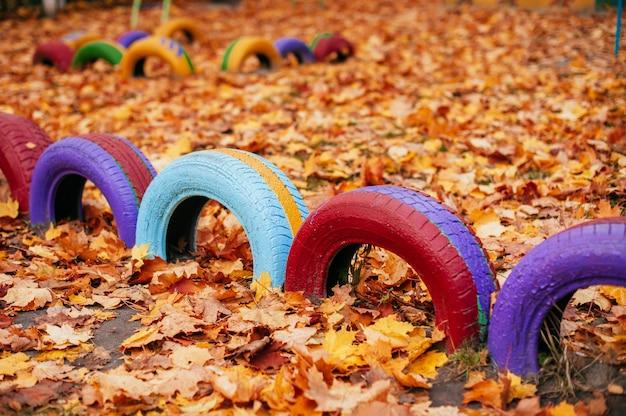 幼稚園の近くの色の遊び場
