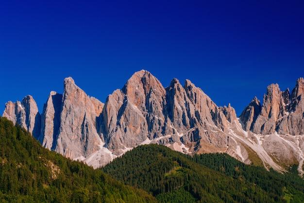 Скалистые горы на закате