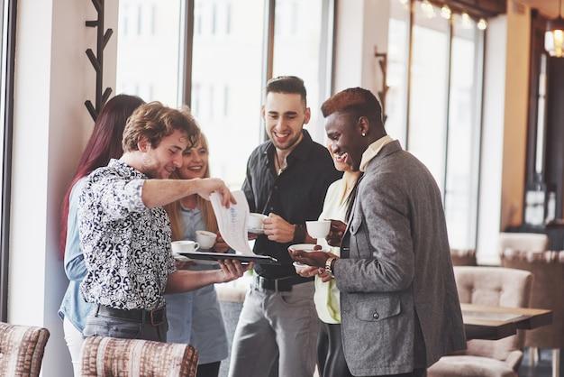 コーヒーブレイクビジネスカフェのお祝いイベントパーティー