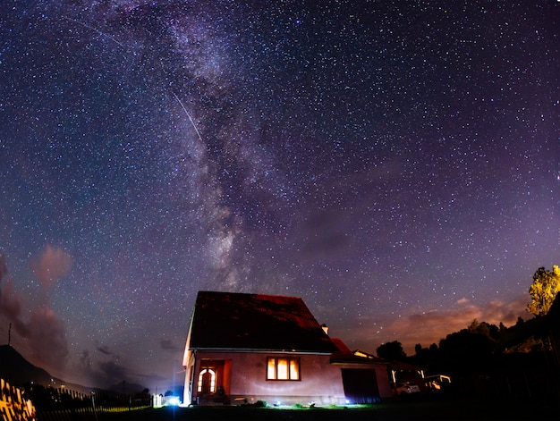 Глубокое ночное небо