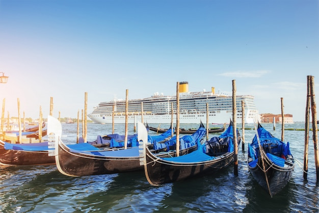ヴェネツィアの大運河のゴンドラ、サンジョルジョマッジョーレ教会。サンマルコ。