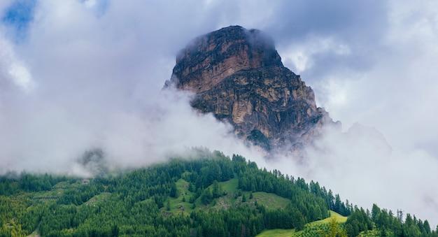 Гора в облаках