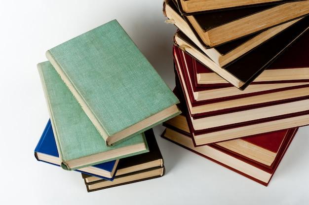 Высокий стек книг