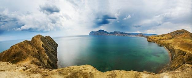 Гора и море