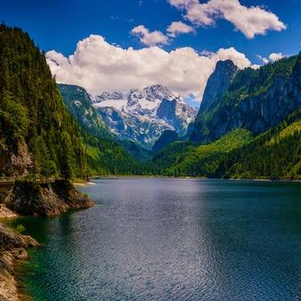 Озеро между горами
